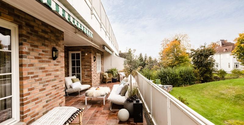 Stor, vestvendt terrasse på 35 kvm med flott ettermiddag- og kveldssol