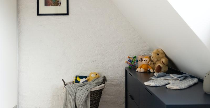 Det gjøres oppmerksom på at rommet ikke er godkjent som oppholdsrom da rommet ikke oppfyller kravene til rom for varig opphold.
