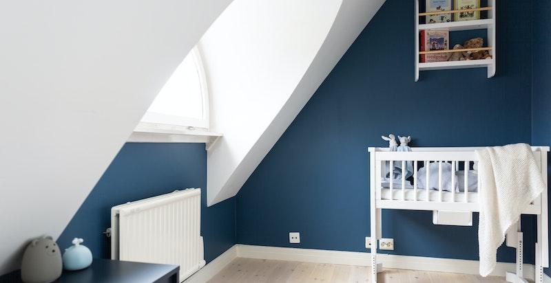 Rommet fungerer også ypperlig som gjesterom, garderobe, kontor eller det man måtte ha behov for.