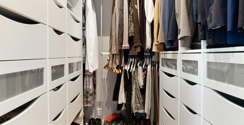 Omkledningsrom/garderobe