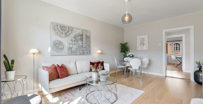 Store veggflater gjør leiligheten lett å møblere