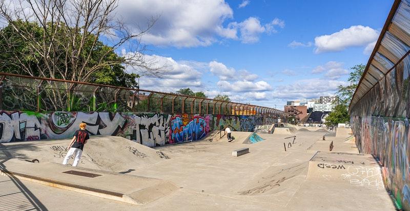 Det er også kort avstand til Gamlebyen skatepark, som ligger like ved Dyvekes bru