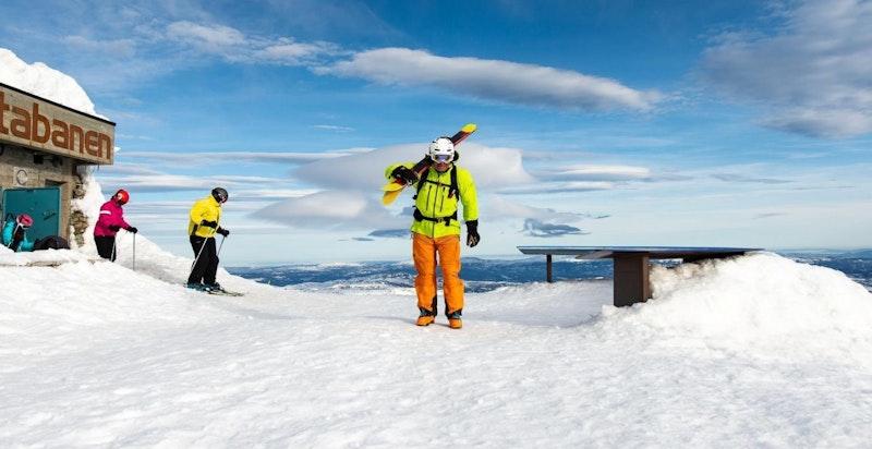 Ta Gaustabanen inne i Gaustatoppen opp, og skiene ned