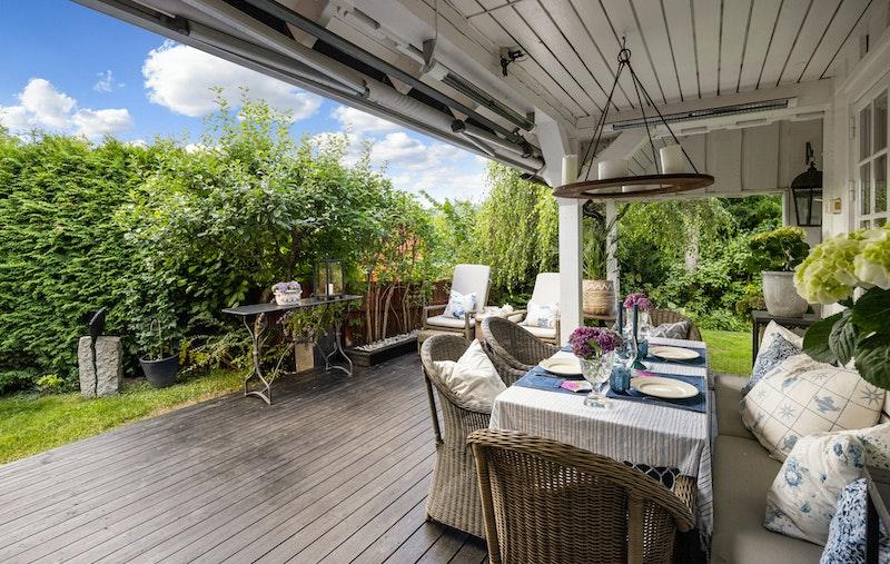 Stor, hyggelig overbygget terrasseplatting/havestue ca. 30 kvm
