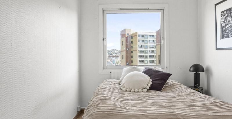 Det andre soverommet har også god plass til seng, og kan benyttes etter ønske og behov.