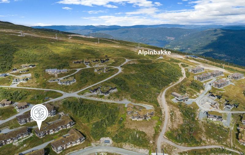 Beliggende rett i nærheten av alpinbakken. Langrenssløype rett nedenfor bygget