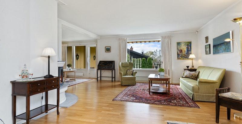 Stuen kan enkelt møbleres etter egne preferanser.