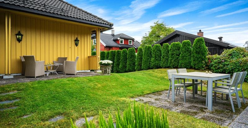 Usjenert eiendom med gode solforhold.