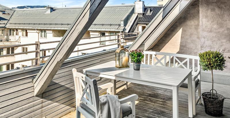 Felles vestvendt takterrasse for eierne i selskapet. Den har utsikt mot Holmenkollen og kan reserveres.