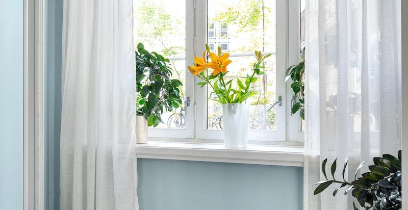 Inngang til alkove har skyvedør med frostet glass. Brukes i dag som ekstra soverom, kan også brukes som walk-in closet eller kontor.