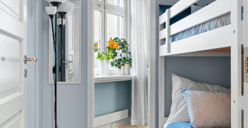 """Smart """"rom i rommet"""" med plass til køyeseng og skyvedør til master"""
