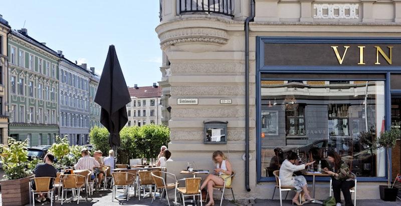 Hyggelige fortausrestauranter i nærmiljøet - her populære italienske Vineria Ventidue