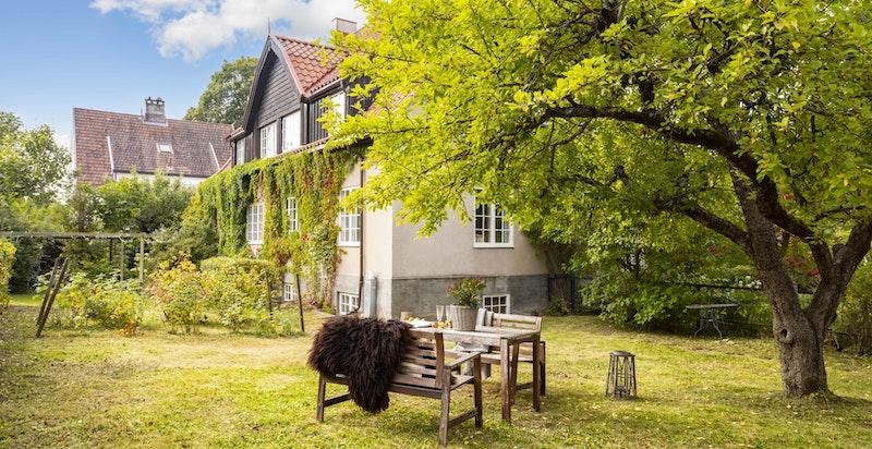 Velkommen til John Colletts allé 7 - en svært hyggelig leilighet med fantastisk og skjermet beliggenhet i Ullevål Hageby.
