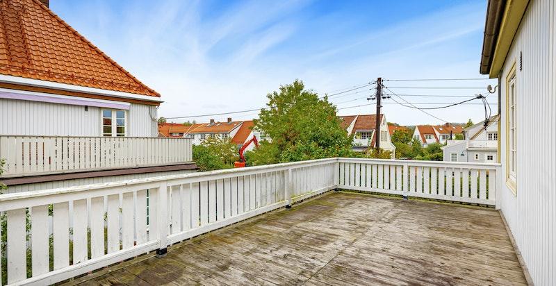 Terrassen er på 21 kvm med god plass til diverse utemøblement.
