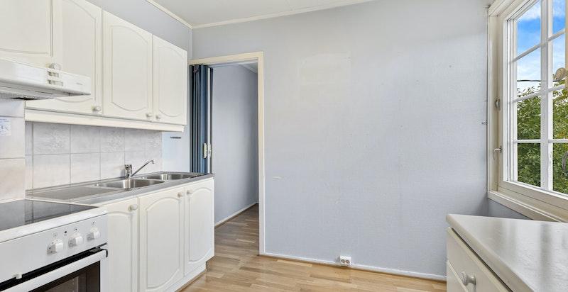 Fra kjøkkenet er det tilgang til boligens soverom.