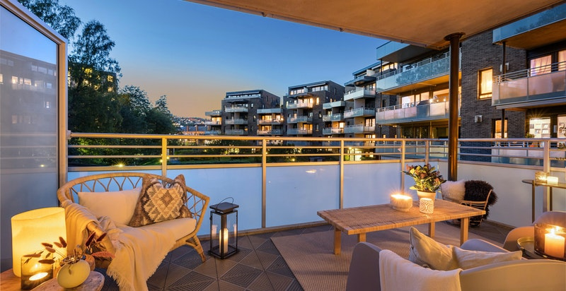 Vestvendt balkong på 13 m² med fritt og hyggelig utsyn