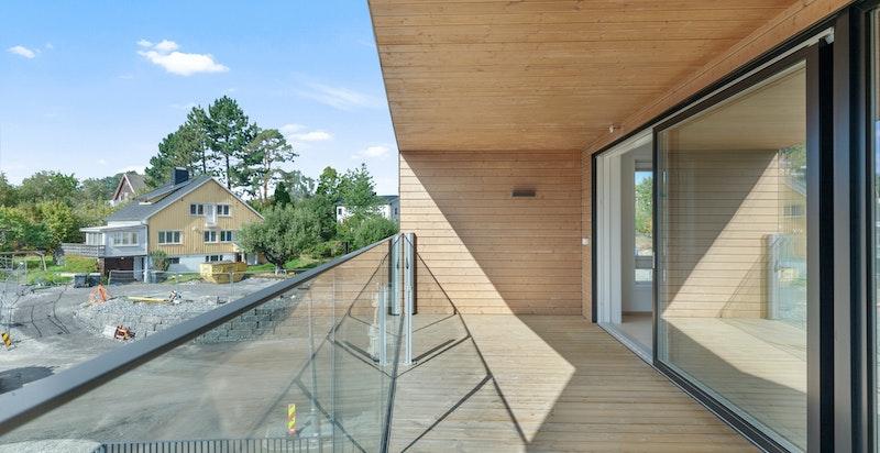 Leiligheten har en stor sydvestvendt veranda på 15 kvm.