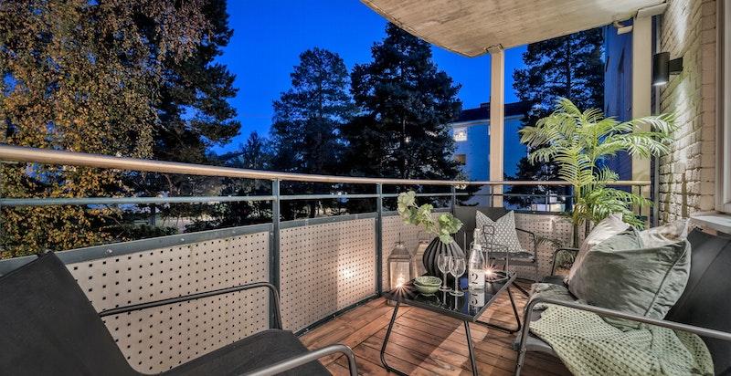 Nyoppusset og rålekker 3-roms hjørneleilighet med sydøstvendt balkong på 7 kvm.