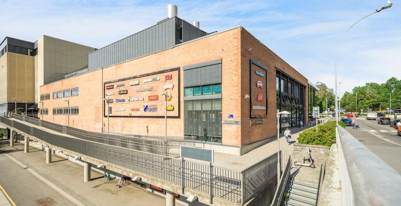 I tillegg til 80 butikker finner du også Symra Kino her.