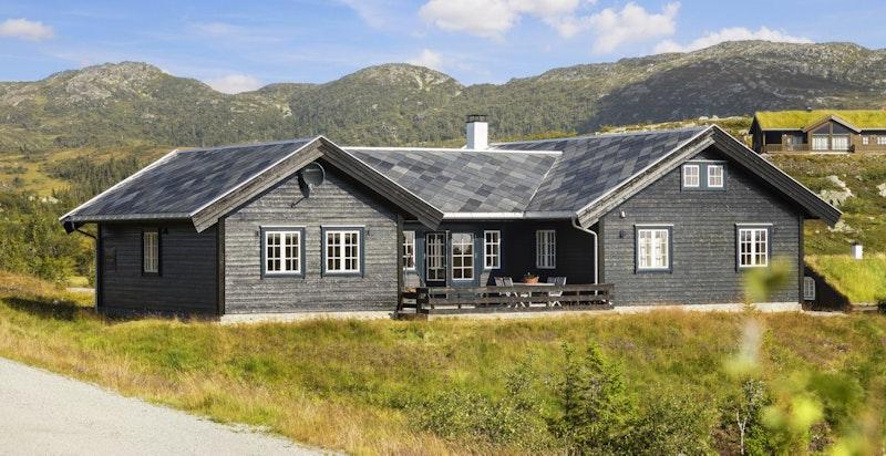 En stor og innholdsrik hytte oppført i 2012