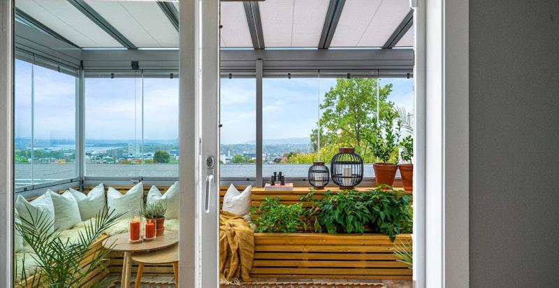 Direkte utgang til en innglasset veranda - ny i 2021