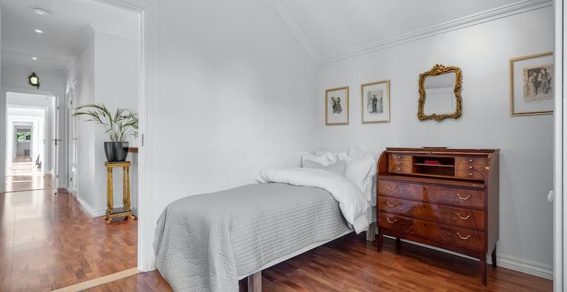 De tre andre soverommene egner seg godt som barnerom, gjesterom, kontor, o.l