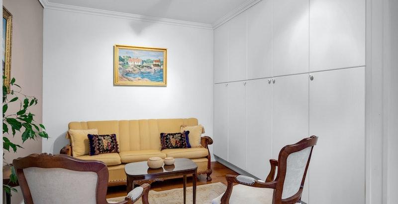 Stue med garderoberekke (byggemeldt som bod).