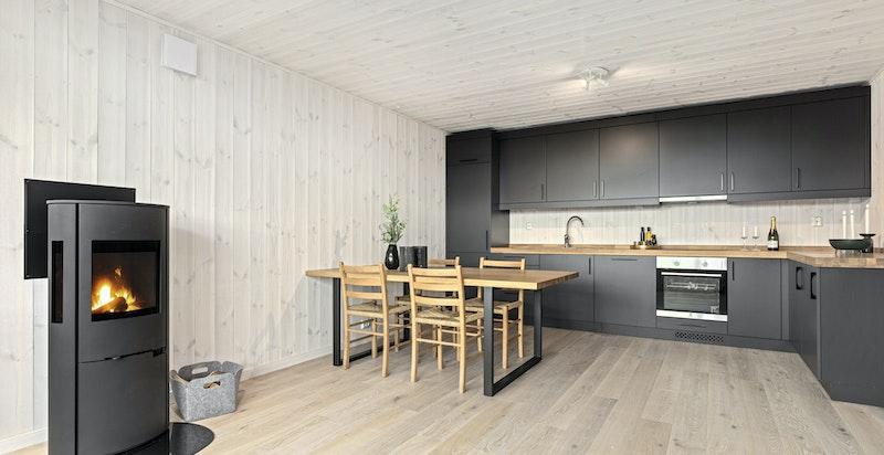 Hyggelig peisovn i kjøkken/stue