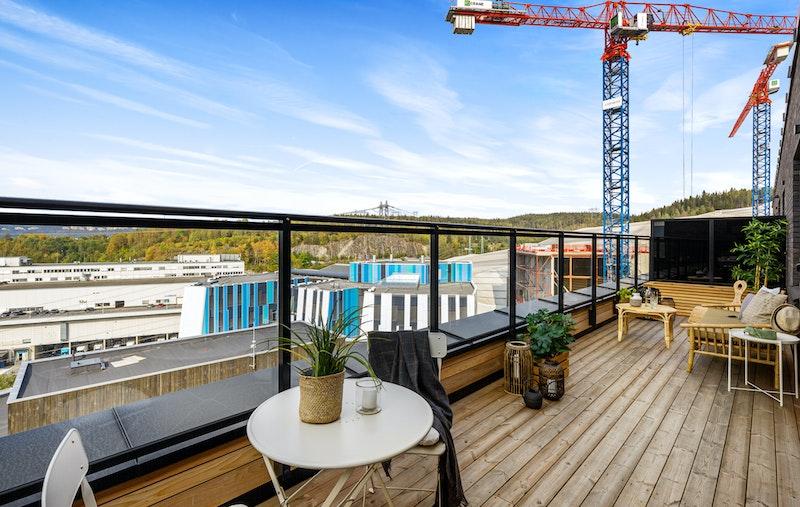 Leiligheten ligge ri byggets øverste leilighetsetasje - 8. etasje og byr blant annet på en flott vestvendt terrasse på ca. 20 kvm.