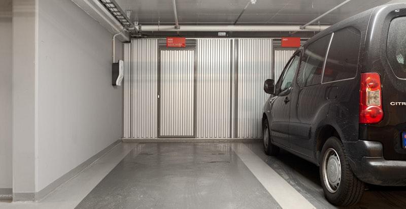 Egen garasjeplass med tilhørende bod og elbil-lader