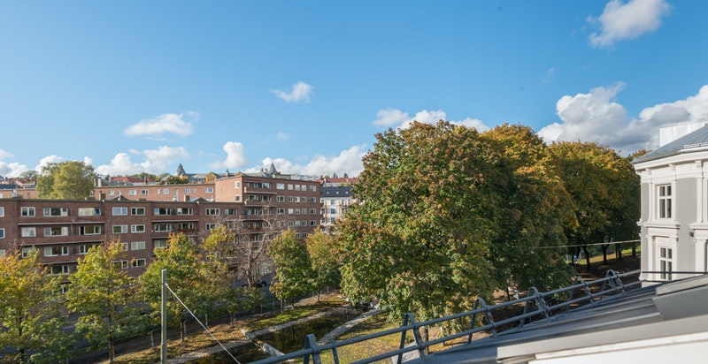 Utsikt fra takvindu på leiligheten