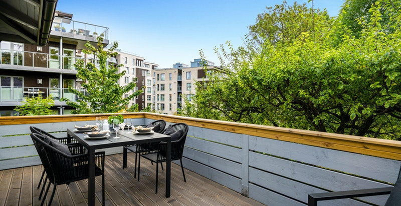 Fra balkongen har du fint utsyn over på det nye Harbitz torg.