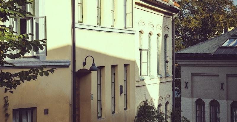 Området rundt boligene har et historisk sus.