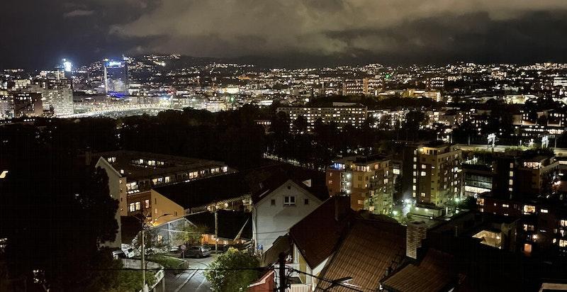 Flott utsikt over Oslo by fra stuen.